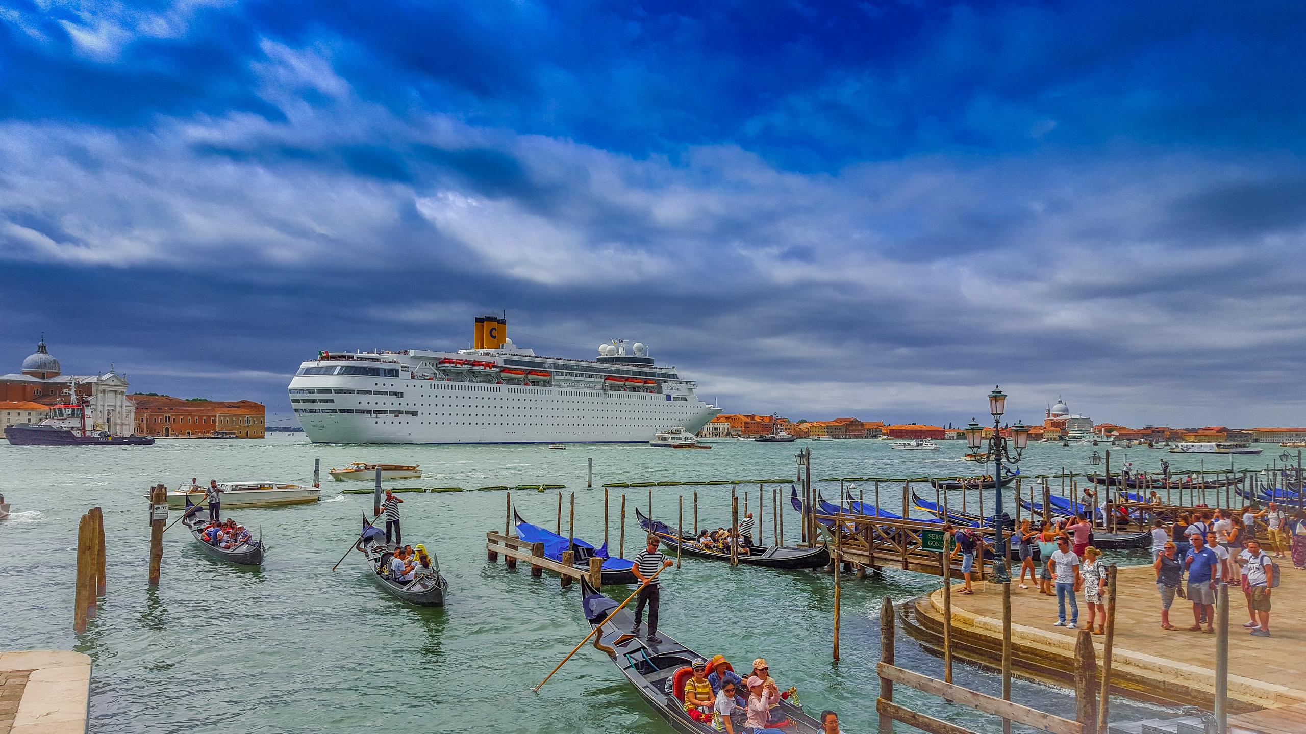 Cost cruises in Venice